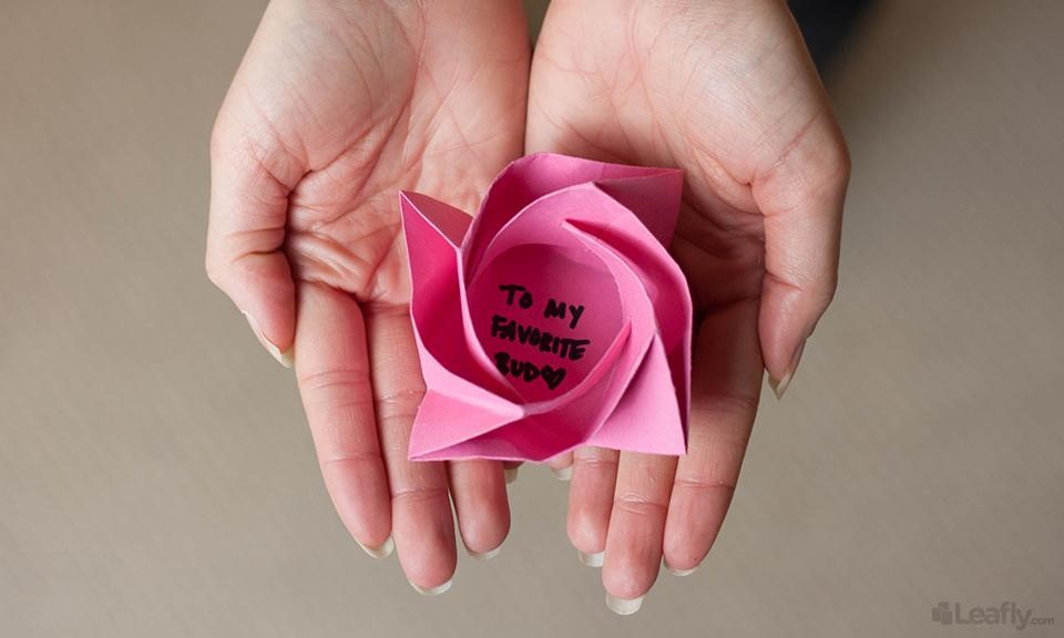 Origami rose tutorial | Easy origami flower, Easy origami rose ... | 576x960