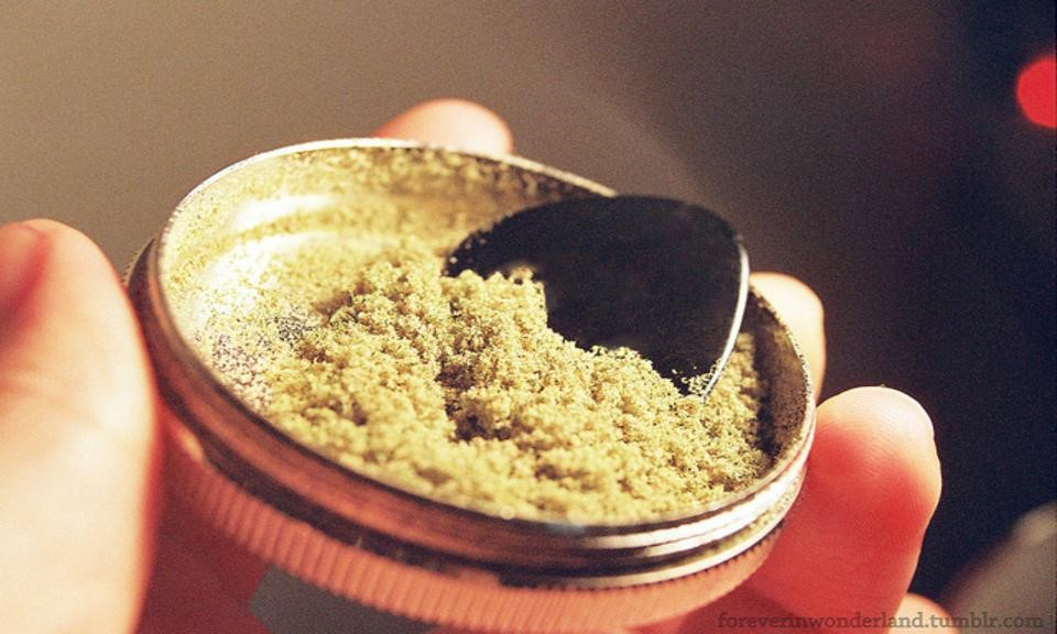 https://leafly-cms-production.imgix.net/wp-content/uploads/2014/10/29195233/what-is-kief-anyway.jpg