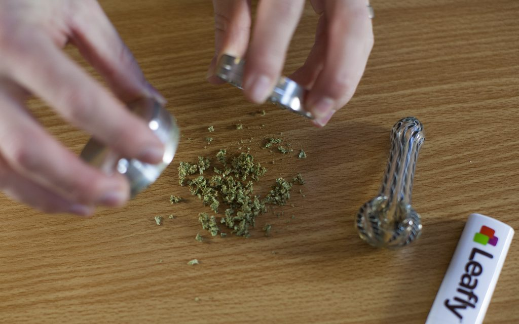 how to pack a weed bowl