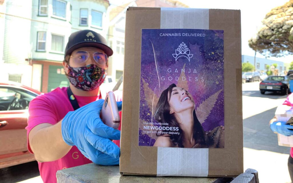 A courtier from Goddess Delivers drops a package in San Francisco. (David Downs/Leafly)